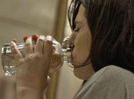 'A Regra do Jogo': Nelita surta e bebe perfume ao saber que Orlando é bandido