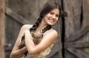 Camila Queiroz para de comer carne de porco: 'Como pode comer aquele bichinho'