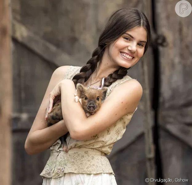 Camila Queiroz revelou que não consegue mais comer carne de porco, em 23 de dezembro de 2015
