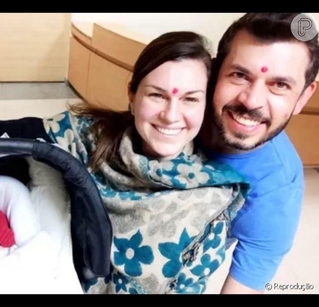 Adriana Garambone recorreu à barriga de aluguel no Nepal para conseguir ser mãe, contou à colunista Patricia Kogut, do jornal 'O Globo', nesta quinta-feira, 24 de dezembro de 2015