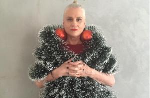 Vera Holtz posta foto fantasiada de árvore de Natal e fãs vibram: 'Maravilhosa'