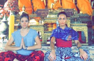 Sabrina Sato faz pose de buda em templo da Tailândia. Veja fotos da viagem!