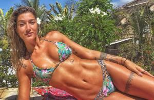 De biquíni, Gabriela Pugliesi exibe barriga sarada em dia de sol na Bahia