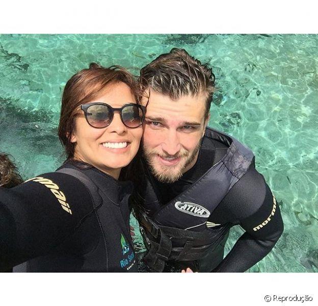 Carol Nakamura viaja com o namorado e posta foto no Instagram
