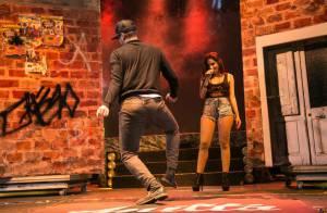 Eduardo Sterblitch dança e faz 'quadradinho de oito' no palco do show de Anitta