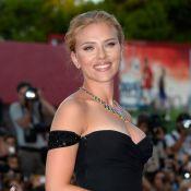 Scarlett Johansson aparece deslumbrante em première após ser vaiada por críticos