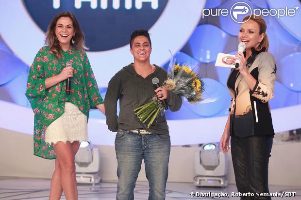 Thammy Miranda foi surpreendida por Nilceia Oliveira durante a gravação do programa 'Eliana' no SBT. A atriz e repórter foi pedida em casamento ao vivo pela namorada