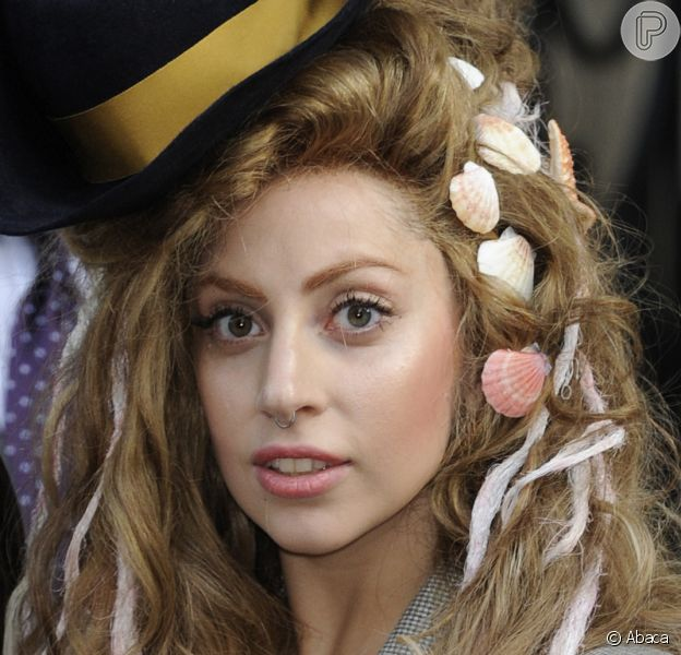 Lady Gaga afirmou que se sente perseguida e que algumas pessoas desejam a destruição de sua carreira