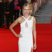 Naomi Watts aposta em look sexy para première de 'Diana', filme sobre Lady Di