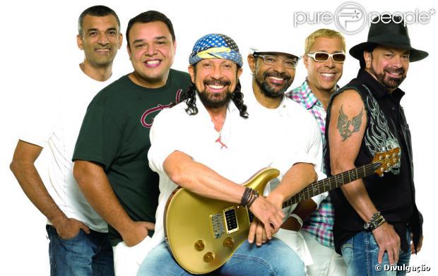 Bell Marques anunciou a saída do grupo Chiclete com Banana nesta terça-feira, 10 de setembro de 2013, após 31 anos. O vocalista fez o comunicado por meio de um vídeo em seu canal do YouTube