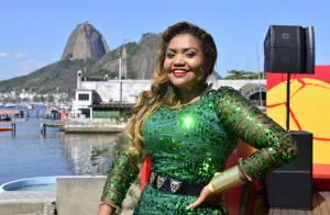 Gaby Amarantos participa da Tour do Troféu da Copa do Mundo no Rio de Janeiro