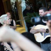 Rock in Rio: Jessie J faz show particular para fãs na porta de hotel