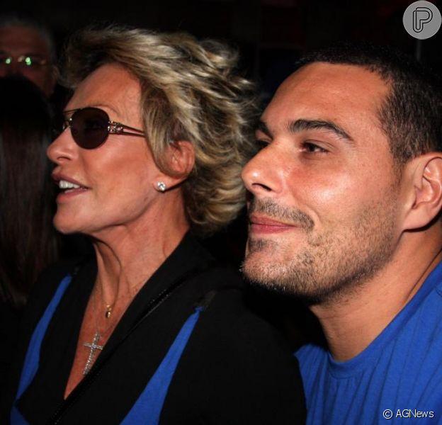 Marcelo Frissoni não confirmou o fim do casamento com a apresentadora Ana Maria Braga. O empresário afirmou: 'Sou casado'