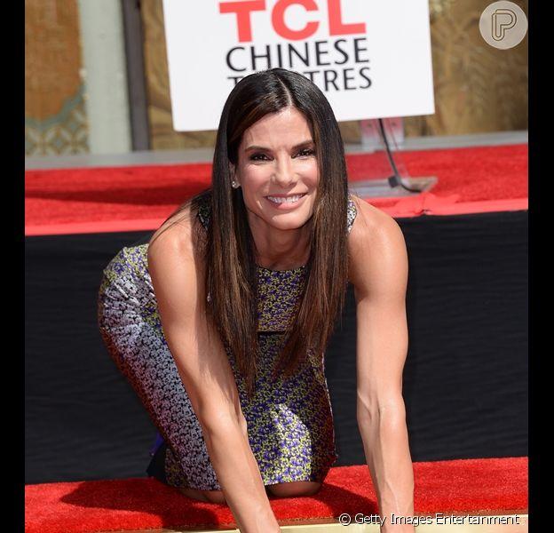 Sandra Bullock foi homenageada pelo TCL Chinese Theatre de Hollywood e teve as palmas e pegadas imoralizadas