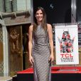 Sandra Bullock também marcou as pegadas na placa do TCL Chinese Theatre