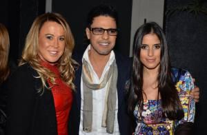 Zezé Di Camargo recebe Zilu e as filhas Wanessa e Camilla em leilão, em SP