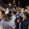Marina Ruy Barbosa tira fotos com fãs no Minas Trend