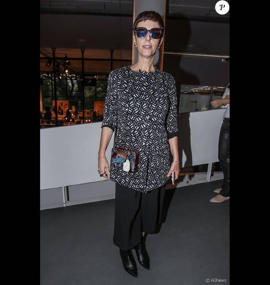 c3ca702537523 A consultora de moda Lilian Pacce optou por look básico e óculos escuros no  terceiro dia de SPFW, em 27 de abril de 2016
