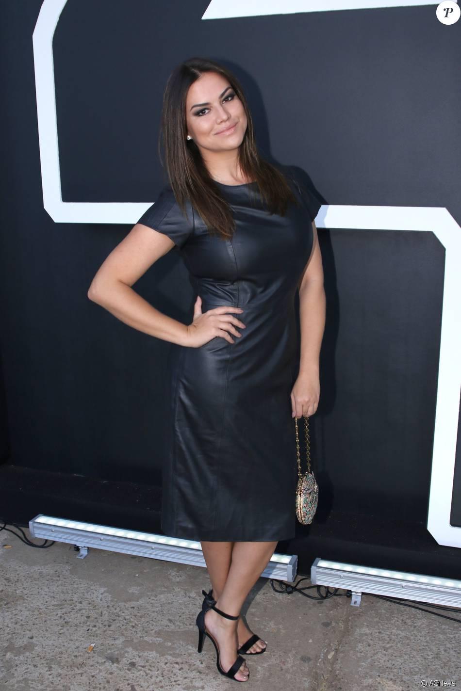 80937cf46a5ef Looks SPFW  Laryssa Dias pretigiou o desfile da Apartamento 03 com um  vestido de couro da grife