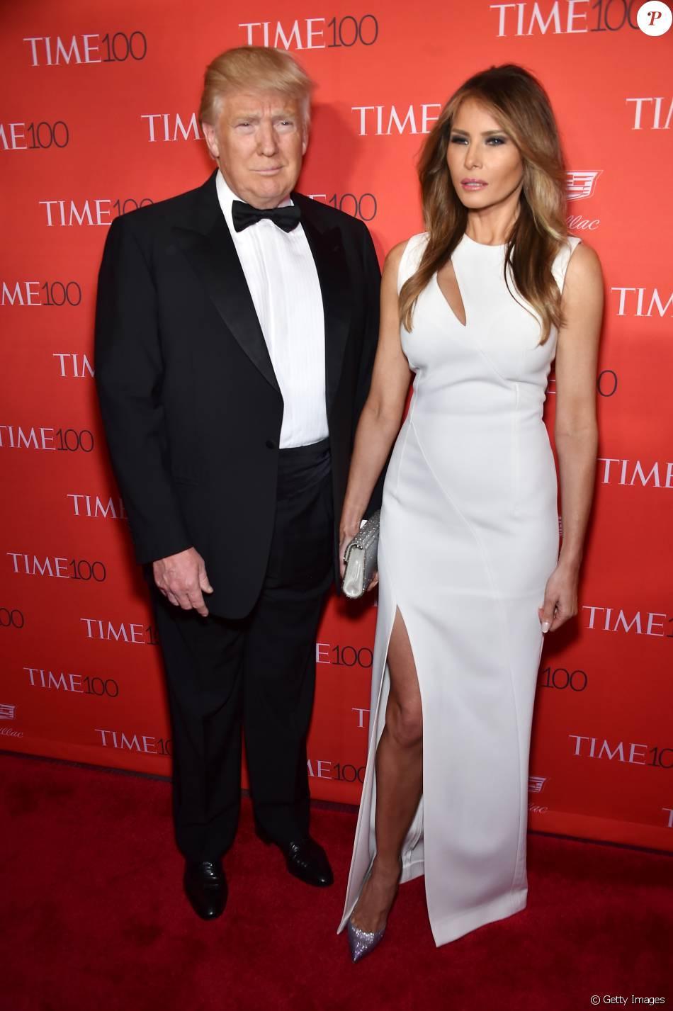 Donald Trump e a mulher, Melania Trump, no Baile de gala da revista ...