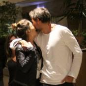 Giovanna Antonelli troca carinho com marido, Leonardo Nogueira, em shopping