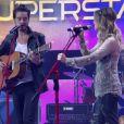 Sandy e Tiago Iorc cantaram pela primeira vez ao vivo a música 'Me Espera', no programa 'SuperStar' deste domingo, 1º de maio de 2016