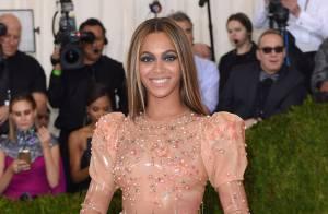 Beyoncé aposta em vestido de látex Givenchy e é ironizada: 'Camisinha cravejada'