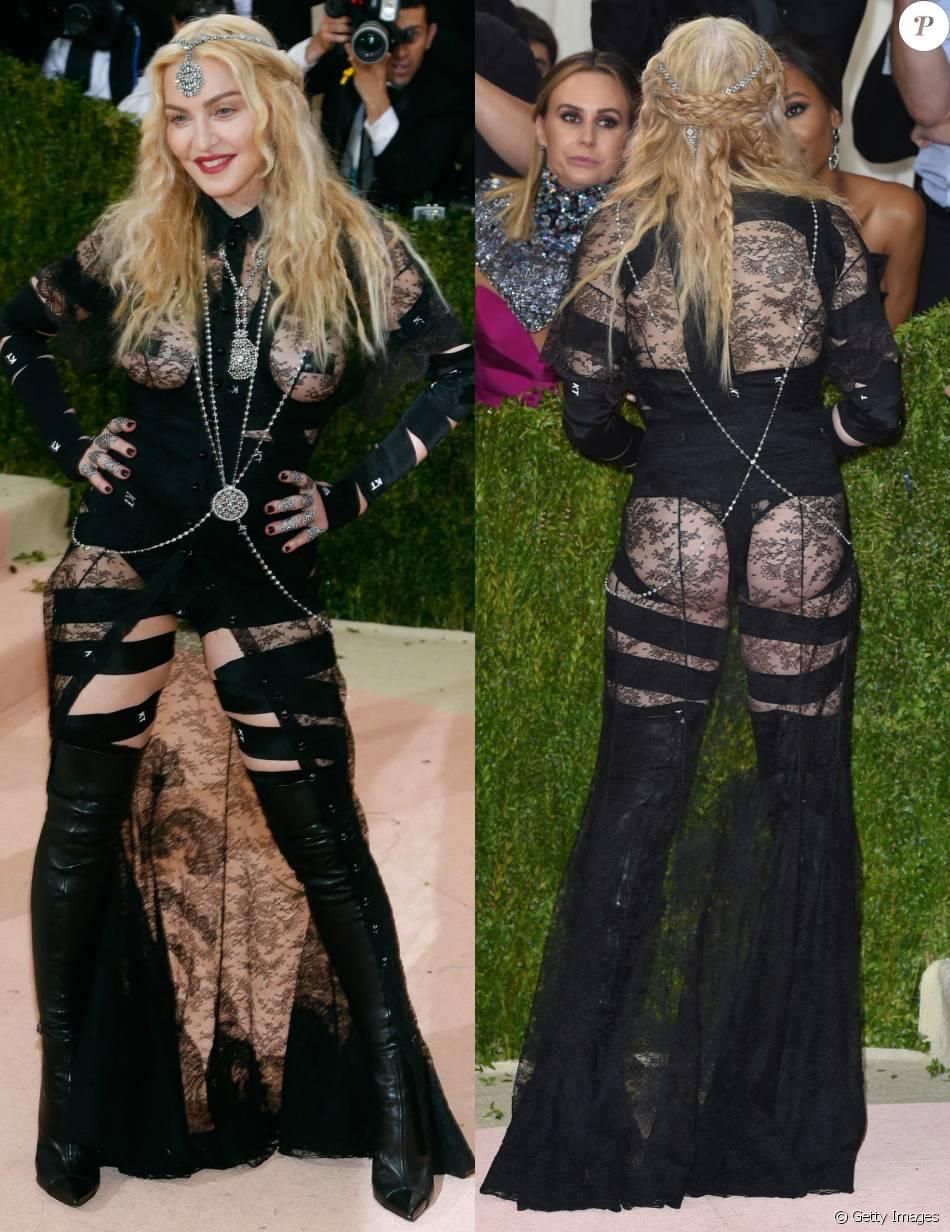 Madonna deixou o bumbum à mostra em look Givenchy no baile de gala do MET, em 2 de maio de 2016
