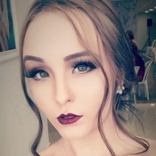 Larissa Manoela surge com maquiagem pesada e é criticada na web: 'Estranha'