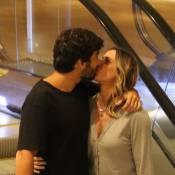 Deborah Secco troca beijos com o marido, Hugo Moura, em shopping do RJ. Fotos!