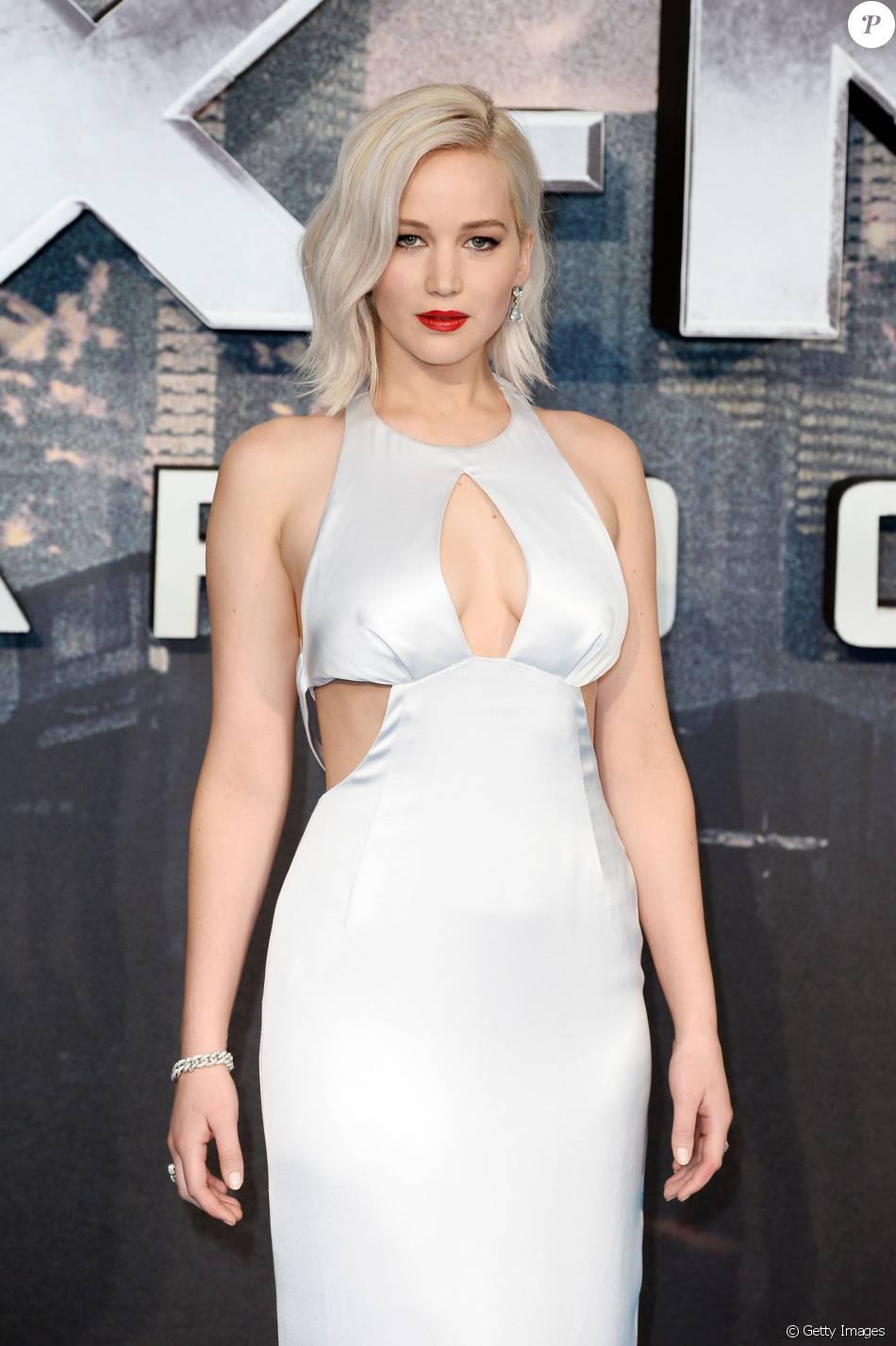 Jennifer Lawrence usa vestido Dior em première do filme 'X-Men: Apocalipse' em Londres, nesta segunda-feira, 9 de maio de 2016