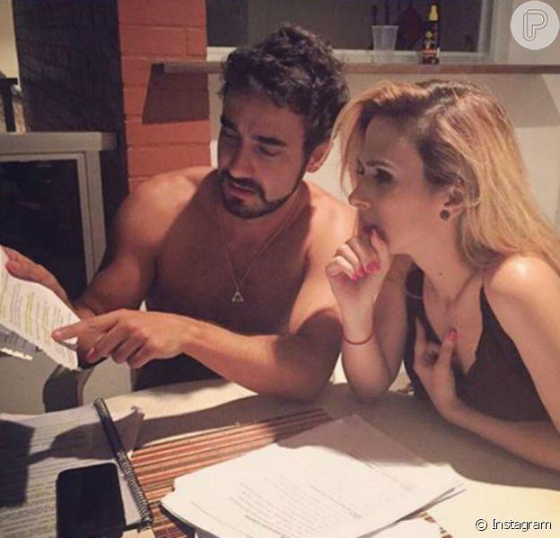 Gabriel Godoy negou romance com Tatá Werneck, seu par romântico na novela 'Haja Coração', em entrevista ao jornal 'O Globo' nesta terça-feira, dia 10 de maio de 2016