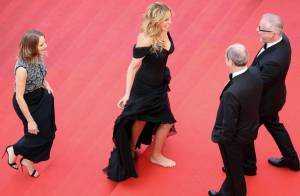 Julia Roberts rouba a cena ao surgir descalça no Festival de Cannes 2016