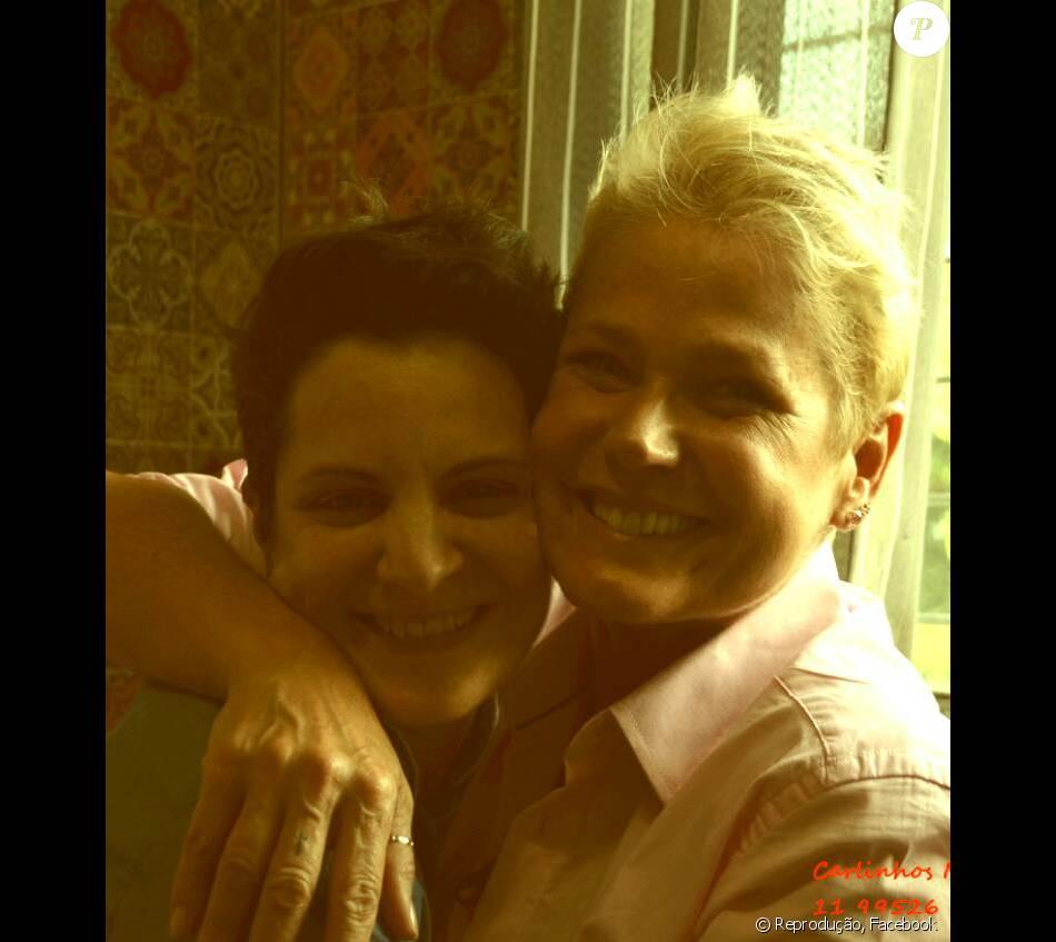 Xuxa doa injeção para fã em tratamento de câncer raro