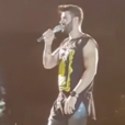 Gusttavo Lima foi atingindo no rosto por um celular durante um show realizado em Palmas