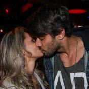 Renan, do 'BBB16', comemora aniversário de 30 anos e troca beijos com a namorada