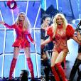 Para performance no Billboard Awards 2016, Britney Spears escolheu look sexy vermelho que destacou sua boa forma, neste domingo, 22 de maio de 2016
