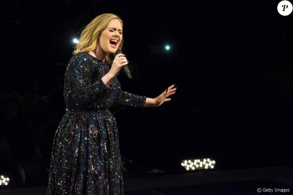 Adele solta palavrões ao esquecer letra de música durante show: 'Desculpe-me! Palavras erradas'