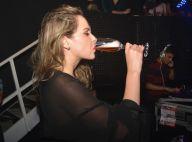 Ana Paula Renault, do 'BBB16', bebe champagne e dança durante festa em Recife