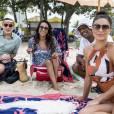 Carolina (Juliana Paes) leva Gabriel (Icaro Zulu) à praia com Dorinha (Samantha Schmütz), Zé Pedro (Hélio de La Peña) e Pietro (Marat Decartes) e se surpreende com a chegada de Arthur (Fábio Assunção), de parapente, no último capítulo da novela 'Totalmente Demais'