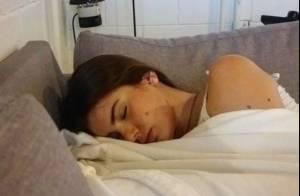 Ator flagra Camila Queiroz dormindo na Globo: 'Come como porquinha e é magra'