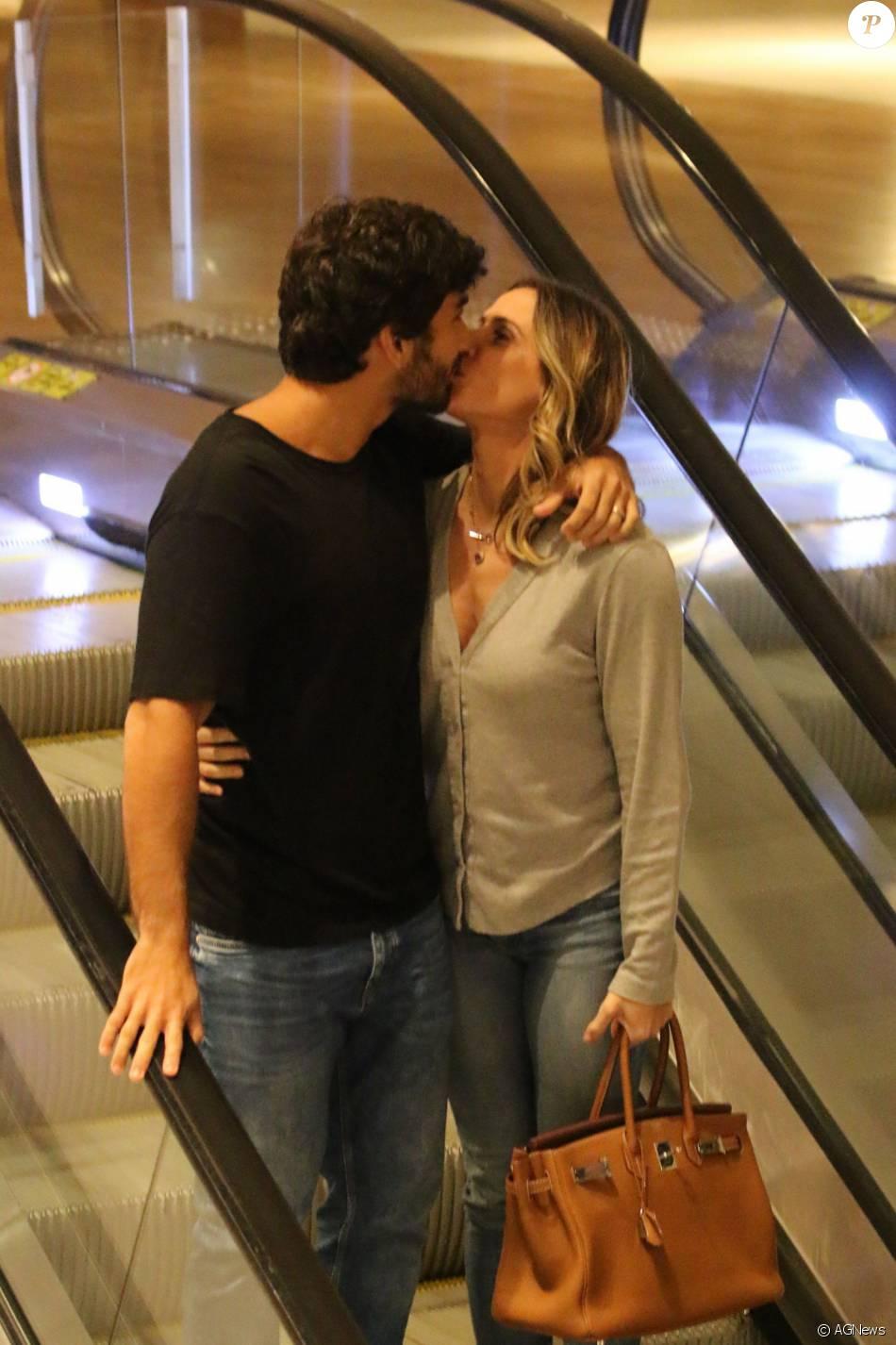 Casada Com Hugo Moura Dez Anos Mais Jovem Deborah Secco