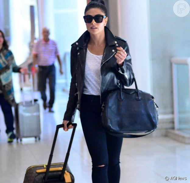 Juliana Paes embarca com look de R$ 25 mil no aeroporto Santos Dumont nesta quinta-feira, dia 02 de junho de 2016
