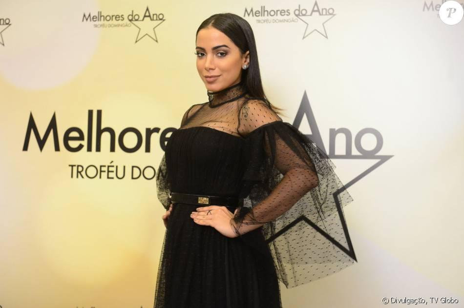 Anitta é diagnosticada com virose e passa a noite internada em hospital