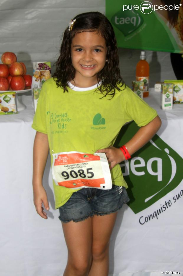 A atriz Mel Maia, a Pérola de 'Joia Rara', enfrentou chuva e frio para participar de corrida na Urca, Zona Sul do Rio de Janeiro, na manhã deste sábado, 26 de outubro de 2013