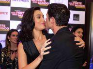 Débora Nascimento beija José Loreto em pré-estreia de filme sobre José Aldo