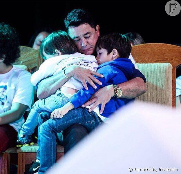 Pai de Cristiano Araújo diz que filhos do cantor ainda perguntam por ele: 'Choro'