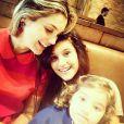 Flávia Alessandra com as filhas Giulia, de 13 anos, e Olívia, de 2 anos