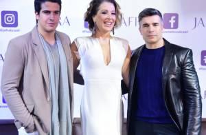 Claudia Raia lança perfume acompanhada do filho e marido em evento. Fotos!