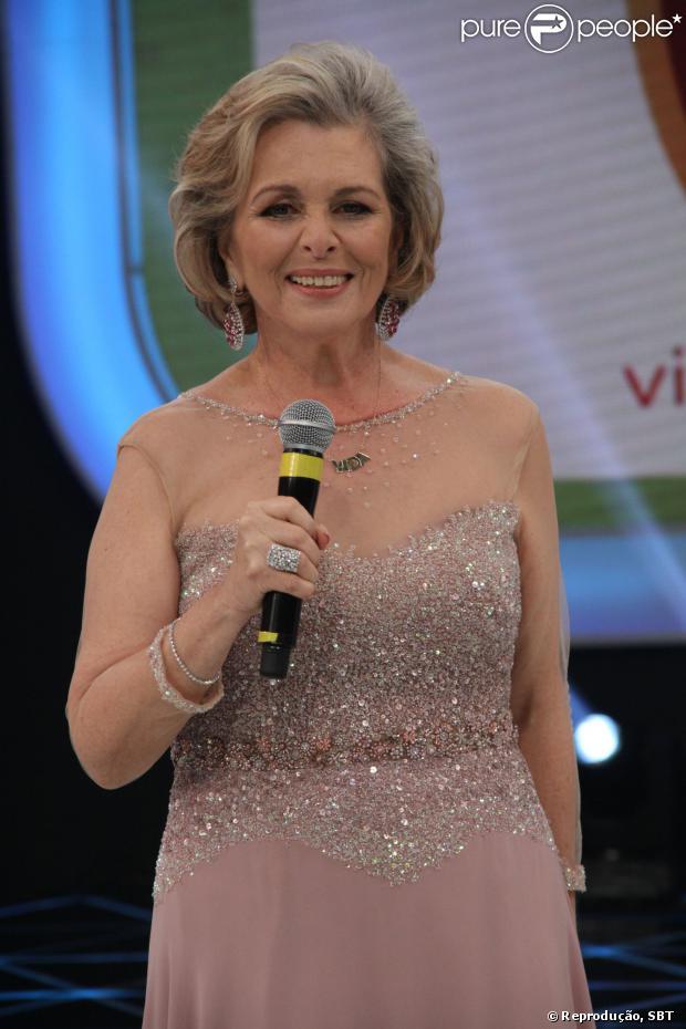 Irene Ravache doou um colar igual ao que Hebe Camargo usava para o 'Teleton 2013'